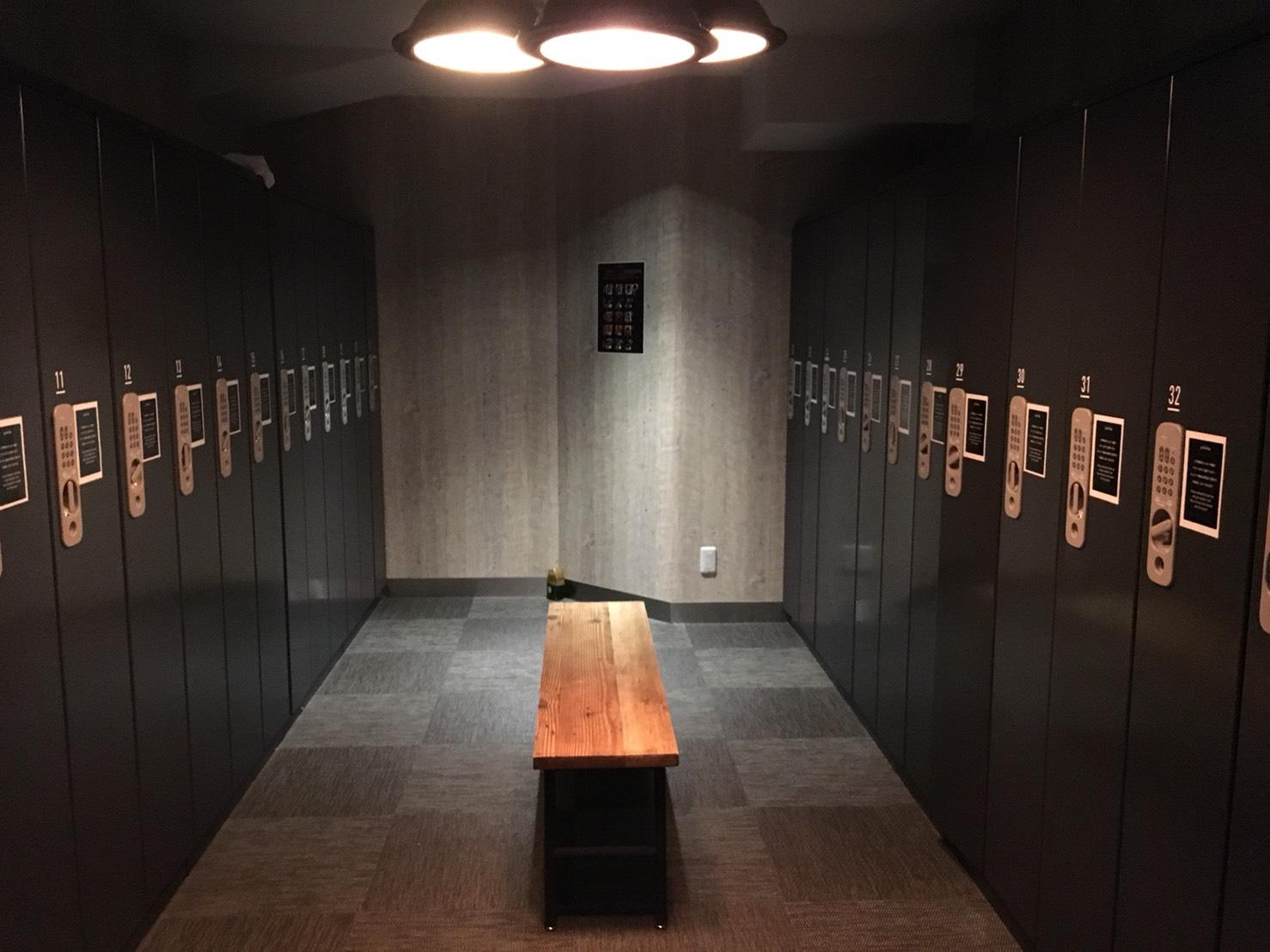 ジムのロッカールーム