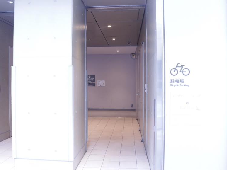 ラフィネの入り口の駐輪場