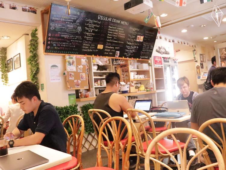 カフェの利用風景