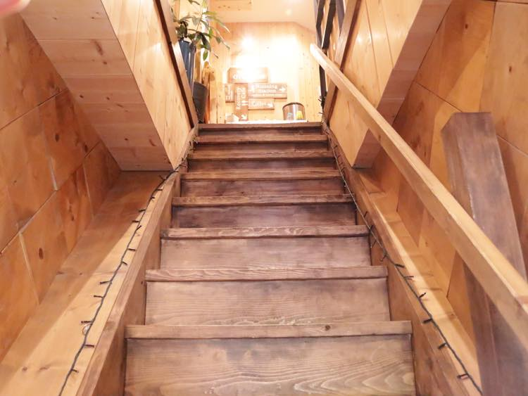店内の階段