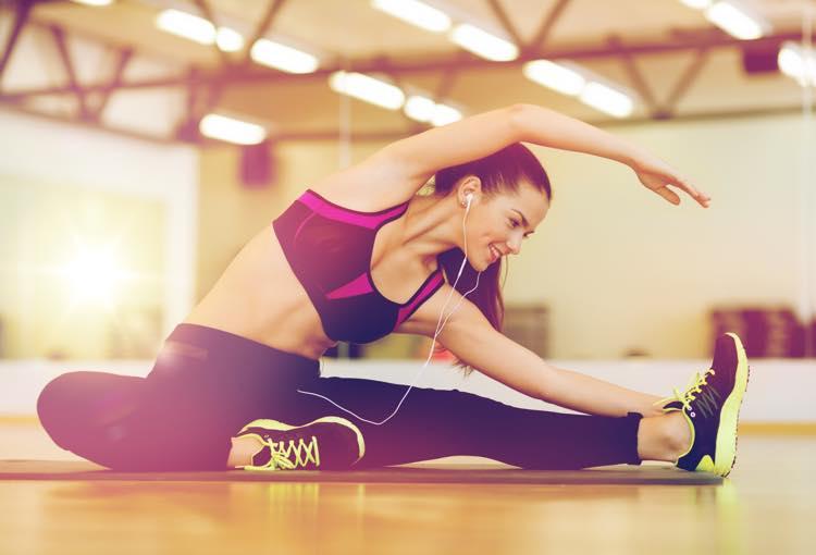 運動中に音楽を聴く女性