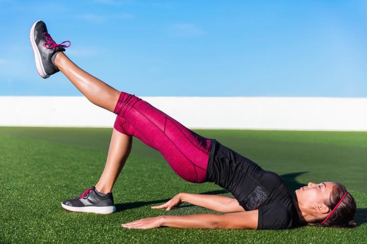 ヒップリフト】の効果とやり方!膝を痛めないコツから5つのアレンジ法まで   MYREVO(マイレボ)フィットネス プロが教える筋トレ・トレーニング情報