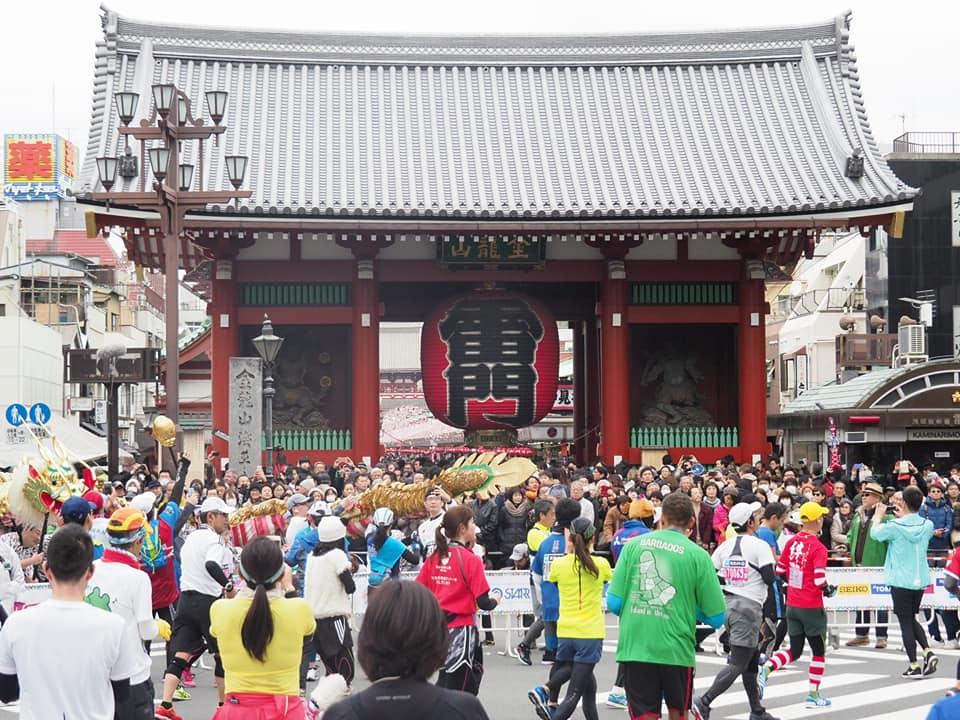 東京マラソンの時の浅草の雷門