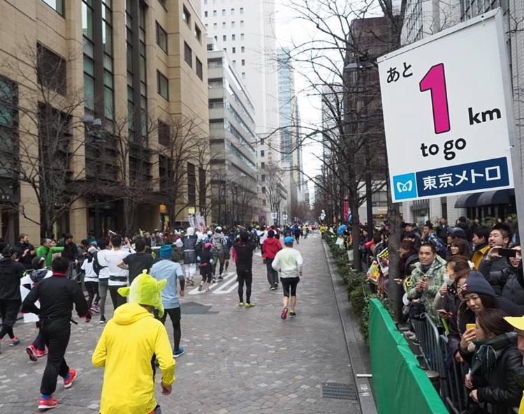 東京マラソンの時の丸の内仲通り
